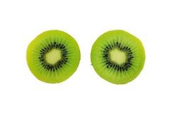 Fruta de kiwi cortada en el fondo blanco Fotos de archivo libres de regalías