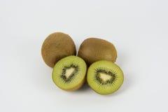 Fruta de kiwi en el fondo blanco Imagenes de archivo