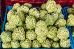 Fruta de la anona para vender el mercado Tailandia Fotografía de archivo