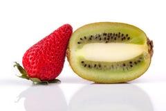 Fruta de la fresa y de kiwi Foto de archivo libre de regalías