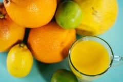 Fruta de la fruta cítrica, naranja, cal, limón, pomelo, pomelo con o Imagenes de archivo