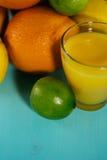 Fruta de la fruta cítrica, naranja, cal, limón, pomelo, pomelo con o Imagen de archivo libre de regalías