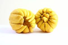 Fruta 8989 de la mano de dos Buda s Imagen de archivo libre de regalías