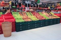 Fruta de la manzana del mercado Fotos de archivo