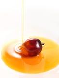 Fruta de la palma de aceite y aceite de cocina Fotografía de archivo libre de regalías