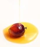 Fruta de la palma de aceite y aceite de cocina Fotos de archivo