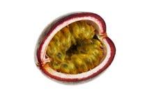 Fruta de la pasión cortada aislada en el fondo blanco Foto de archivo libre de regalías