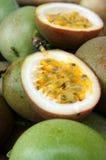 Fruta de la pasión, vitamina C, comida sana, passionfruit Imágenes de archivo libres de regalías