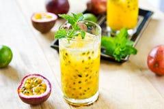 Fruta de la pasión con el lichi Mojito Imagen de archivo libre de regalías
