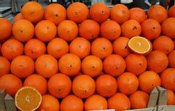 Fruta de las naranjas en mercado Fotografía de archivo libre de regalías
