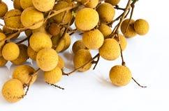 Fruta de Longan en el fondo blanco Imagenes de archivo