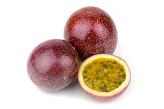 Fruta de paixão isolada imagens de stock