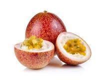Fruta de paixão isolada no fundo branco fotografia de stock royalty free