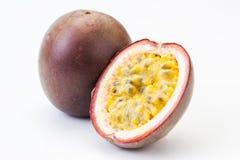 Fruta de paixão oisolated no branco imagem de stock