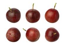 Fruta de pasión aislada en blanco foto de archivo