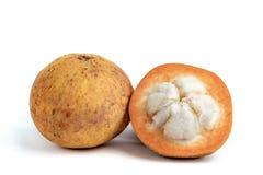 Fruta de Santol, del sentul o del sentol en el fondo blanco imagen de archivo