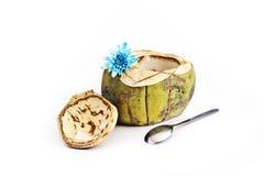 Fruta del coco con la cuchara Imagenes de archivo