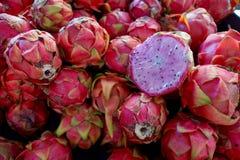 Fruta del dragón de la pila de la fruta de Pitaya Fotos de archivo