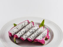 Fruta del dragón en plato Imagen de archivo libre de regalías