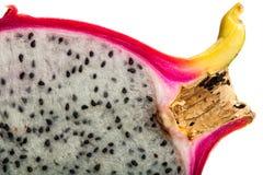 Fruta del dragón, rebanada de Pitahaya en el fondo blanco Imagen de archivo libre de regalías