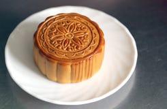 Fruta del Durian del Mooncake en el plato blanco Imagen de archivo