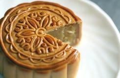 Fruta del Durian del Mooncake en el plato blanco Fotos de archivo libres de regalías