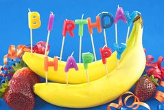 Fruta del feliz cumpleaños fotos de archivo