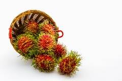 Fruta del Rambutan en cesta imágenes de archivo libres de regalías