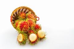 Fruta del Rambutan en cesta foto de archivo libre de regalías