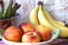 Fruta e espargos Fotografia de Stock