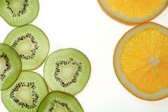 Fruta e laranja cortadas do quivi Fotos de Stock Royalty Free