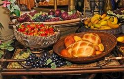 Fruta e pão Imagens de Stock