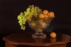 Fruta em um vaso Fotos de Stock