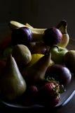 Fruta em uma placa Imagens de Stock Royalty Free