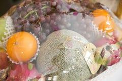 Fruta en cesta Imagen de archivo libre de regalías