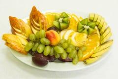 Fruta en la placa Imagenes de archivo