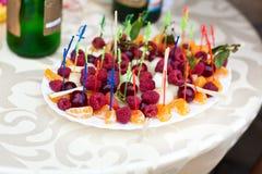 Fruta en un palillo Fotografía de archivo libre de regalías