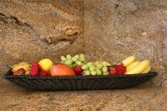 Fruta en una encimera del granito Foto de archivo libre de regalías