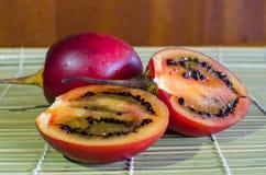 Fruta exótica del Tamarillo imagenes de archivo