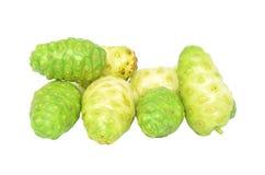 Fruta exótica - Noni en blanco Imagen de archivo libre de regalías