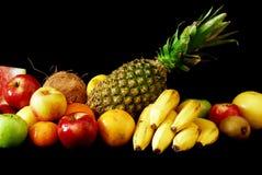 Fruta fresca Assorted arranjada na linha Fotografia de Stock Royalty Free