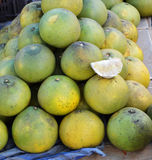 Fruta fresca da pamplumossa Imagens de Stock Royalty Free