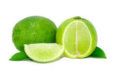 Fruta fresca de la cal aislada en blanco imagen de archivo libre de regalías