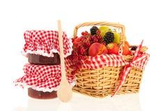 Fruta fresca de la cesta Foto de archivo