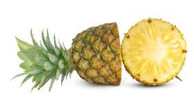 Fruta fresca de la piña aislada en el fondo blanco imagen de archivo