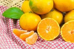 Fruta fresca de las naranjas Foto de archivo