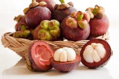 Fruta fresca de los mangostanes Foto de archivo