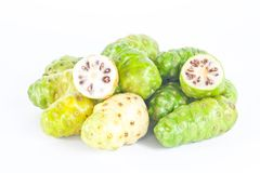 Fruta fresca do noni Fotografia de Stock Royalty Free