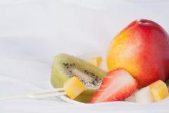 Fruta fresca, fondo blanco Fotografía de archivo