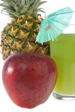 Fruta fresca y un vidrio de jugo Imagenes de archivo